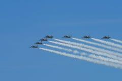 Команда двигателя Breitling выполняя воздушные эффектные выступления на авиасалоне 2016 пляжа Джонса Стоковая Фотография RF