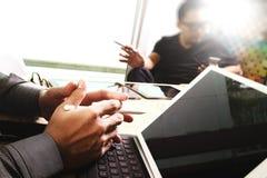 Команда дела встречая настоящий момент Worki профессионального инвестора фото Стоковое фото RF