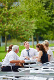 Команда дела имея встречу в ресторане Стоковое фото RF