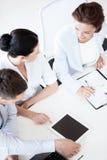 Команда дела имея обсуждение в офисе Стоковая Фотография