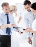 Команда дела имея обсуждение в офисе Стоковое фото RF