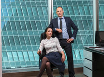 Команда дела стоя в офисе Стоковое Фото