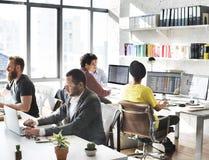 Команда корпоративного бизнеса работая занятая концепция Стоковое Изображение RF