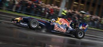 Команда красного Формула-1 быка участвуя в гонке Стоковая Фотография