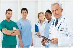 Команда докторов на больнице стоковое фото rf