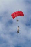 Команда парашюта на авиасалоне турецкой военновоздушной силы Стоковые Изображения RF