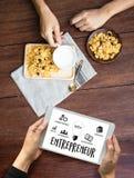 команда предпринимателя работая в офисе используя цифровые таблетку и Ла Стоковая Фотография