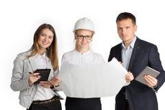 Команда работая совместно в офисе белизна изолированная предпосылкой Стоковые Фото