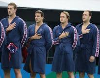 Команда США водного поло во время государственного гимна перед спичкой ` s людей Олимпиад Рио 2016 предварительной круглой против Стоковые Изображения RF