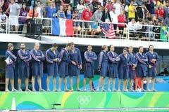 Команда США водного поло перед спичкой ` s людей Олимпиад Рио 2016 предварительной круглой против команды Франции на аквацентре М Стоковое Изображение RF