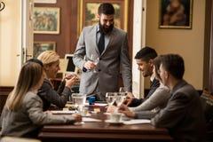Команда успешных юриста или бизнесмена на встрече в  Стоковая Фотография
