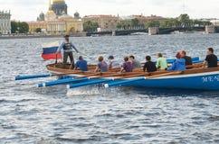 Команда rowers на шлюпке Стоковая Фотография RF