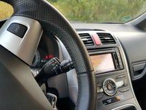 Командный выключатель круиза японского автомобиля с большим дисплеем навигации Стоковое фото RF