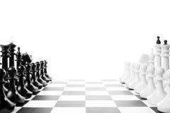 2 команды одной шахмат перед другой на доске Стоковое Изображение