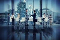 Команды рукопожатия сыгранности бизнесмены конференции Conce встречи Стоковые Изображения