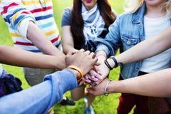 Команды сыгранности отношения концепция приятельства единства совместно стоковое фото rf