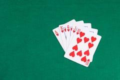 Комбинация покера выигрывая на зеленой таблице стоковые фото