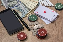 Комбинация покера на столе стоковые изображения