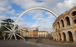 Комета которая приходит из di Вероны арены в Италии стоковое изображение rf