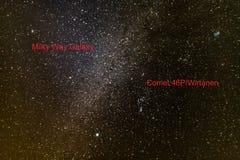 Комета 46P/Wirtanen в ночном небе стоковые фотографии rf