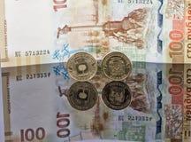Коммеморативные монетки и банкноты выдали банком России Стоковые Фотографии RF