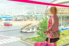 Коммерсантка в авиапорте Стоковое Изображение RF