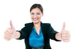 Коммерсантка давая 2 большого пальца руки поднимает жест Стоковая Фотография RF