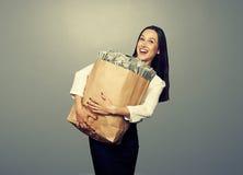 Коммерсантка держа деньги стоковое изображение