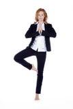 Коммерсантка делая пролом йоги Стоковые Фотографии RF