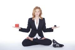 Коммерсантка делая пролом йоги Стоковое Изображение