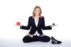 Коммерсантка делая пролом йоги Стоковая Фотография RF