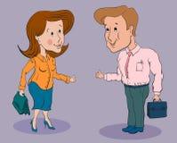 Коммерсантка и усмехаться и showi бизнесмена стоя говоря Стоковое фото RF