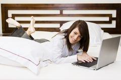 коммерсантка кровати стоковое изображение