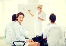 Коммерсантка на деловой встрече в офисе Стоковые Изображения