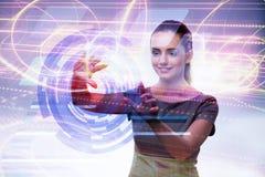 Коммерсантка отжимая виртуальные кнопки в футуристической концепции Стоковые Фотографии RF