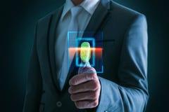Коммерсантка отжимая высокую технологию кода штриховой маркировки развертки Стоковое Фото