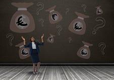 коммерсантка перед деньгами на стене Стоковые Изображения RF