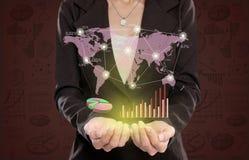Коммерсантка показывая концепцию деловых связей стоковое изображение rf