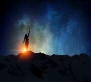Коммерсантка против звёздного неба Мультимедиа Стоковое Фото