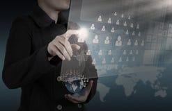 Коммерсантка работая с новой диаграммой компьютера интерфейса Стоковая Фотография