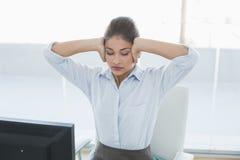 Коммерсантка страдая от головной боли на офисе Стоковое Изображение