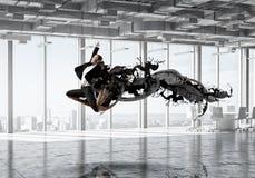 Коммерсантка танцев в офисе Мультимедиа Стоковые Фото