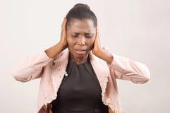 Коммерсантка усиленная и постраданная от головной боли стоковые фотографии rf