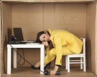 Коммерсантка уснувшая во время телефонного разговора Стоковые Изображения