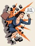 Коммерсантка успеха в бизнесе ломает стену Стоковое Изображение