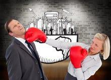Коммерсантка ударяя коллеги с ее перчатками бокса Стоковое Изображение