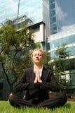 коммерсантка meditating стоковая фотография rf