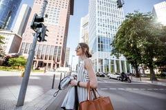 Коммерсантка outdoors в современном городе Стоковая Фотография