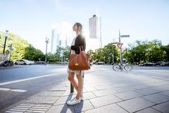 Коммерсантка outdoors в современном городе Стоковое Изображение