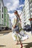Коммерсантка s стороны красивых сексуальных белокурых волос женщины длинных милая Стоковые Фото